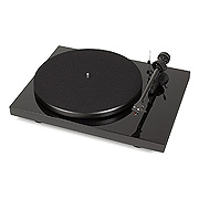Pro-Ject Debut Carbon DC USB Turntable with USB Output with Ortofon OM 10  Cartridge